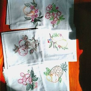 FRUIT DISHTOWELS HAND-EMBROIDERED SWEEET